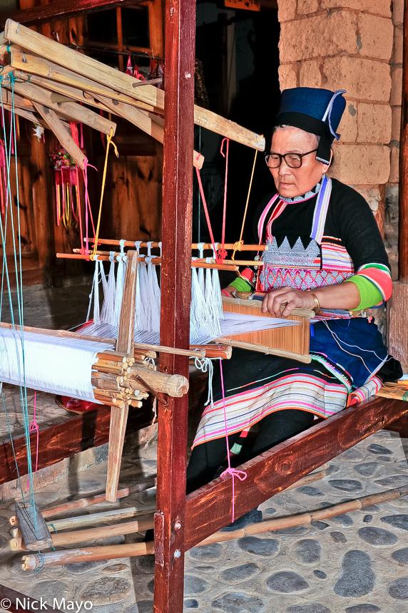 Breastpiece,China,Dai,Frame Loom,Hat,Weaving,Yunnan, photo