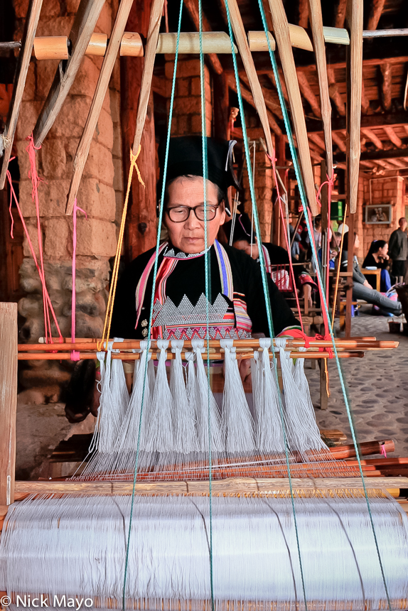 China,Dai,Frame Loom,Weaving,Yunnan, photo