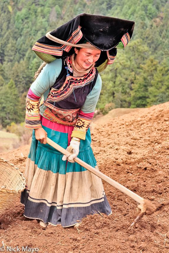 China,Digging,Hat,Mattock,Yi,Yunnan, photo