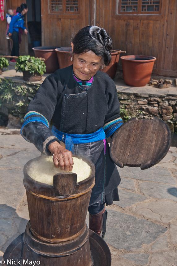 Apron,China,Cooking,Dong,Guizhou,Hair,Rice, photo