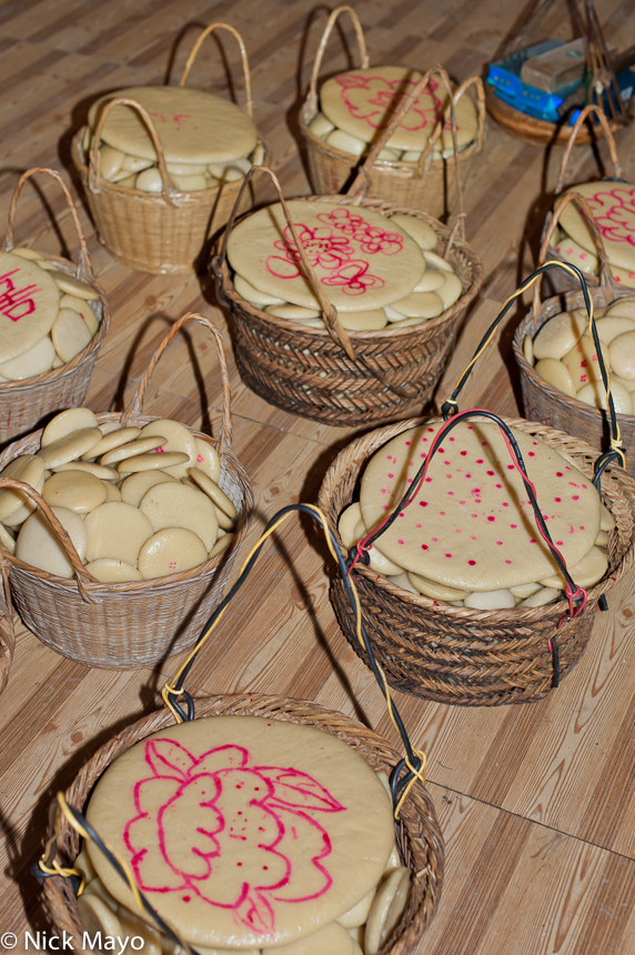 Rice cakes in wicker containers to be given as gifts at a baby shower in Ba Shu.