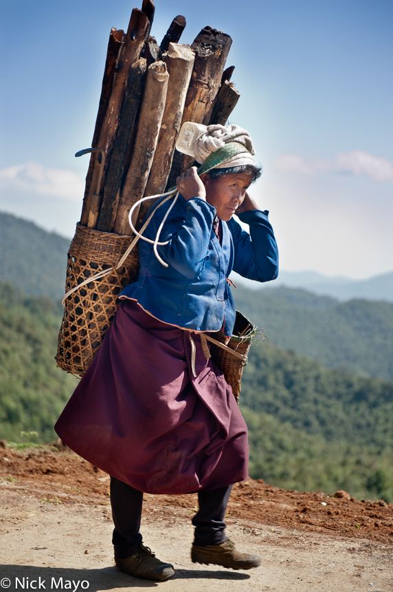 Backstrap Basket,Bulang,China,Firewood,Yunnan, photo