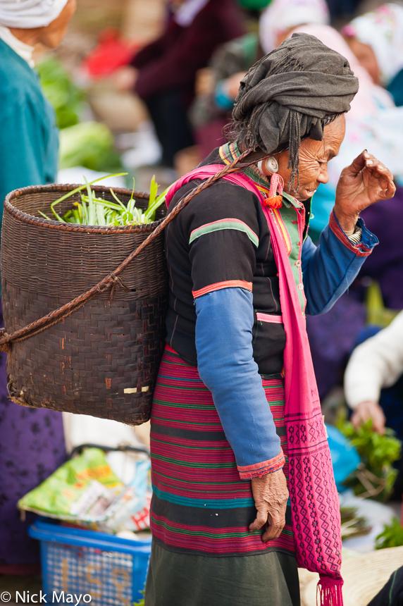 Bag,Basket,Bulang,China,Earring,Market,Shopping,Turban,Yunnan, photo