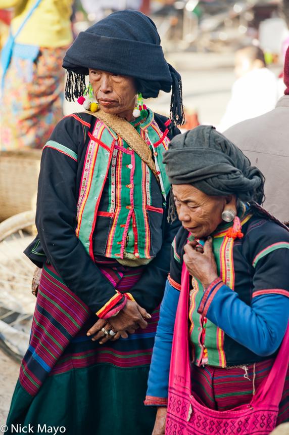 Bulang,China,Earring,Turban,Yunnan, photo