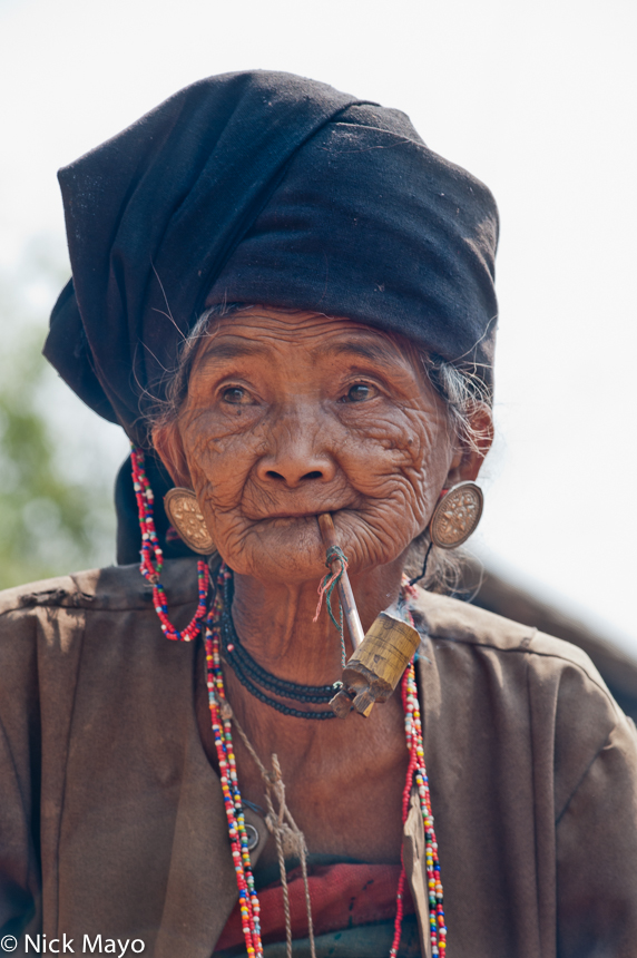 Akhu,Burma,Earring,Pipe,Shan State,Smoking,Turban, photo
