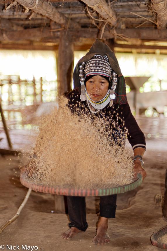 Burma,Hani,Headdress,Paddy,Shan State,Winnowing, photo