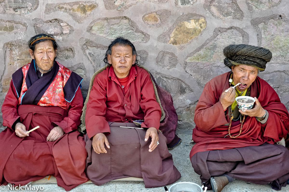 China,Eating,Monk,Qinghai,Tibetan, photo