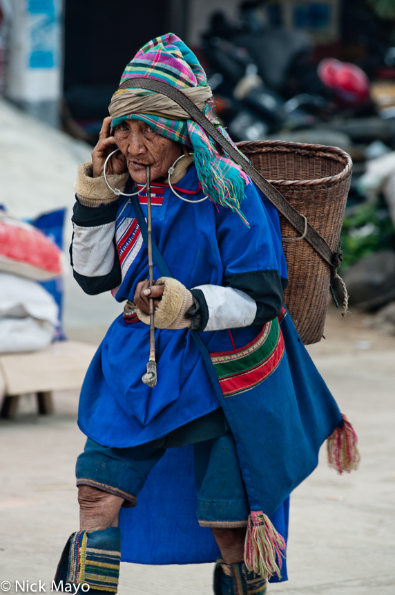 Bag,Basket,China,Earring,Lahu,Market,Pipe,Shopping,Smoking,Yunnan, photo