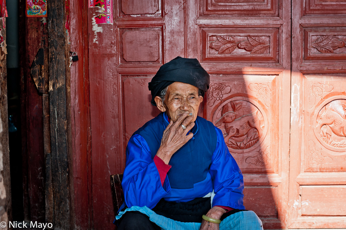 Bai,China,Smoking,Turban,Yunnan, photo