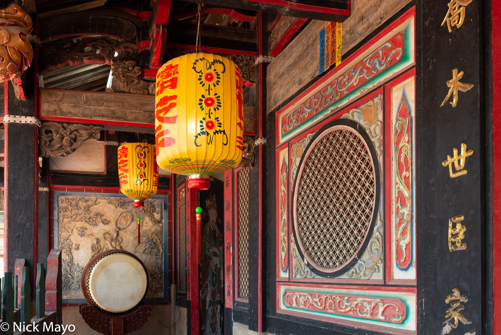 A drum and hanging lanterns at the Qionglin village temple on Kinmen.