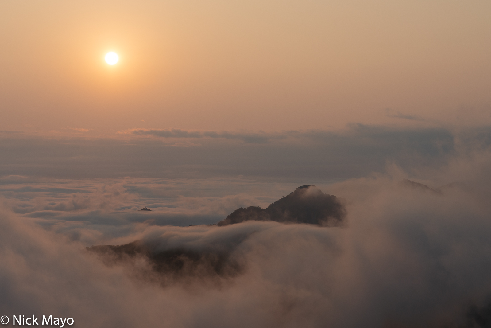 The sea of clouds at sundown looking west from Shizhao in Chiayi County.