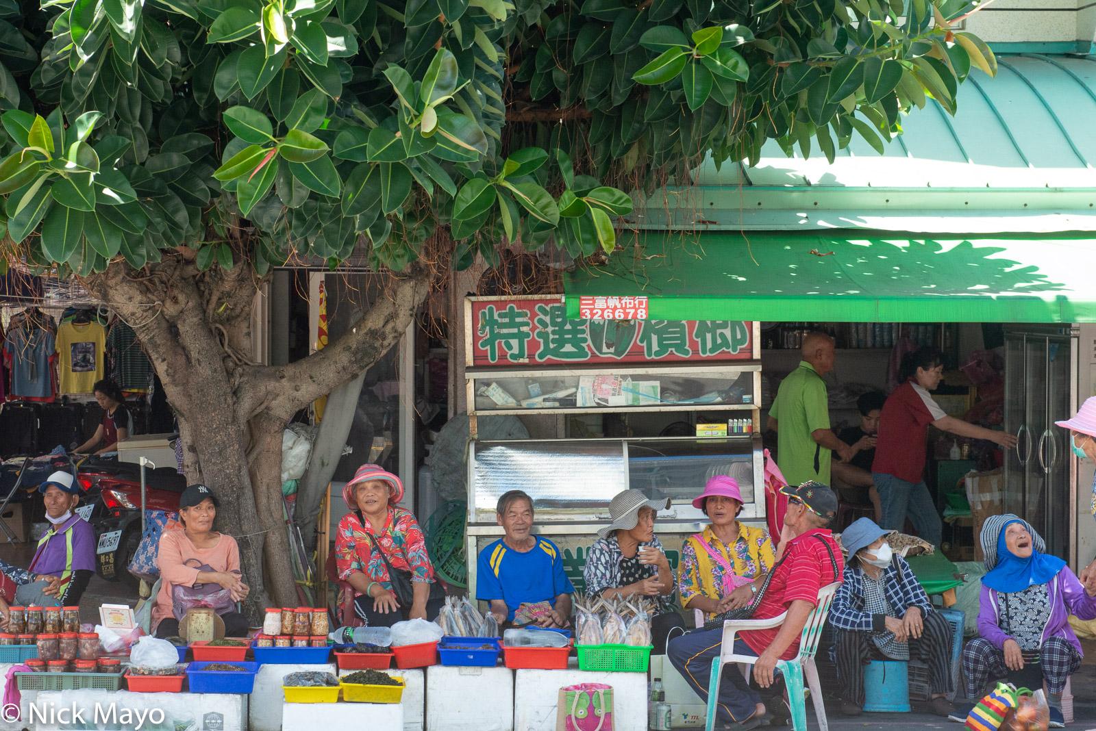 Ami people enjoying a social morning in the market at Chenggong.