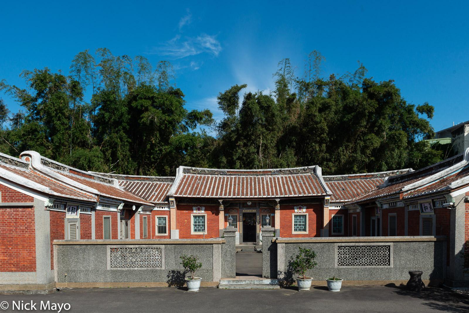 A red brick courtyard farmhouse at Shanbi.